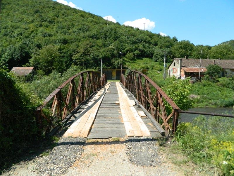 Саниран гвоздени мост на Пеку код Потајнице