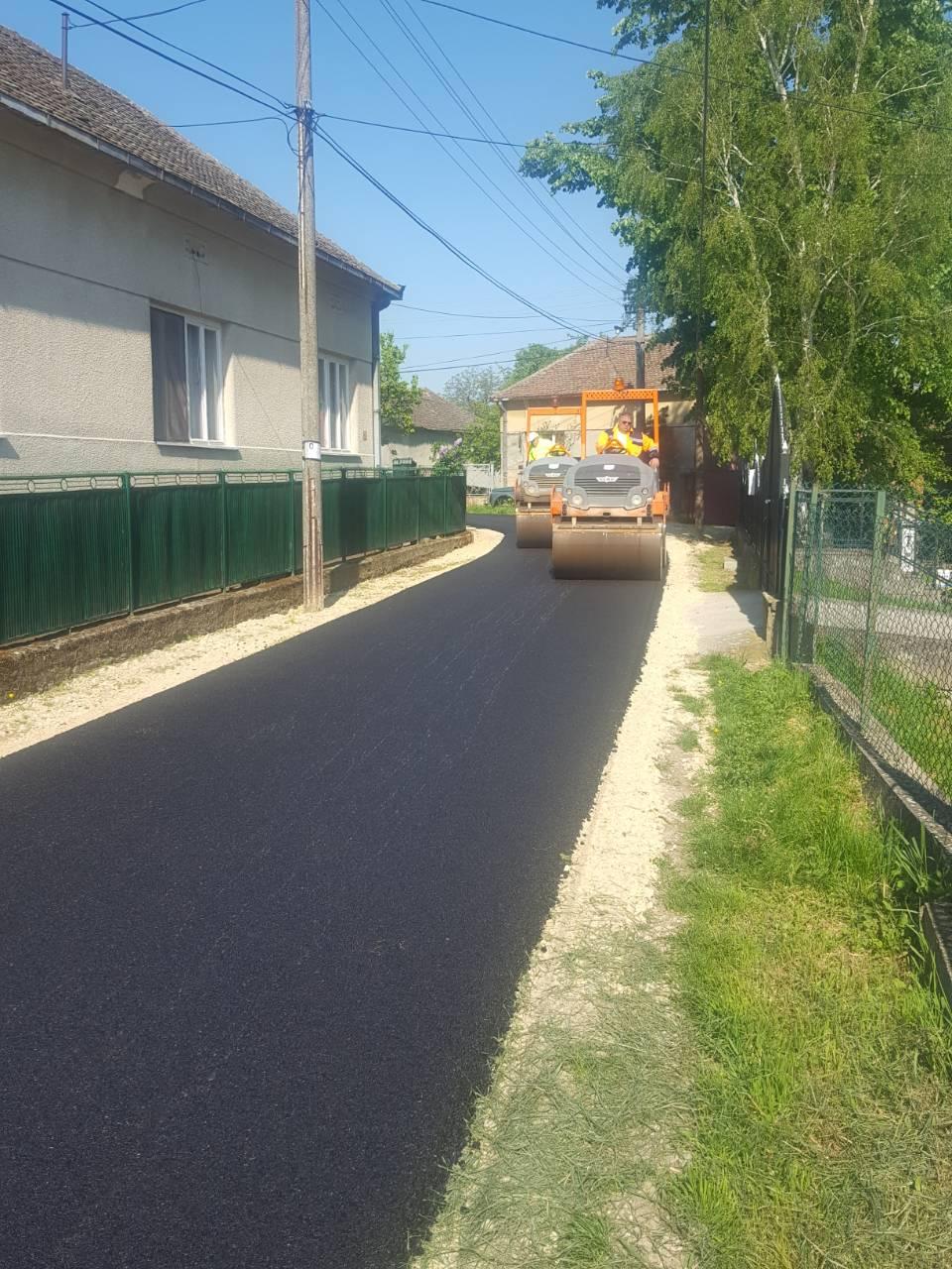 Почело асфалтирање улица у Раброву