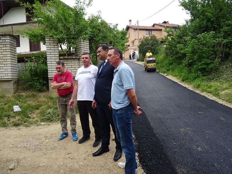 И Ракова Бара прекривена новим асфалтом ! (ВИДЕО)