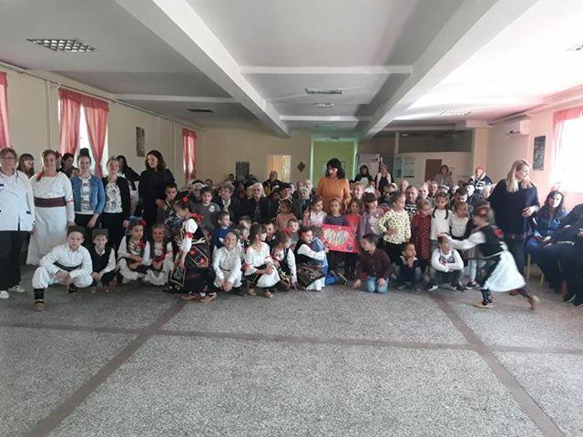 Лидија Вукићевић, предшколци и Фолклорни ансамбл наступили у Установи за старија и одрасла лица