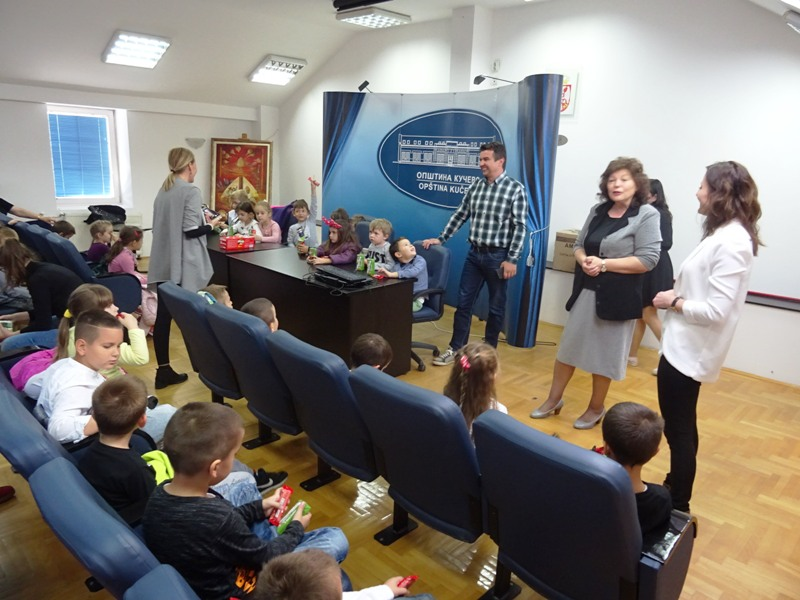 Предшколци посетили Општинску управу и градску библиотеку