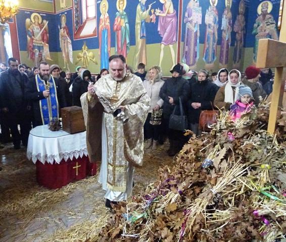 Светом Литургијом почело празновање Бадњег дана