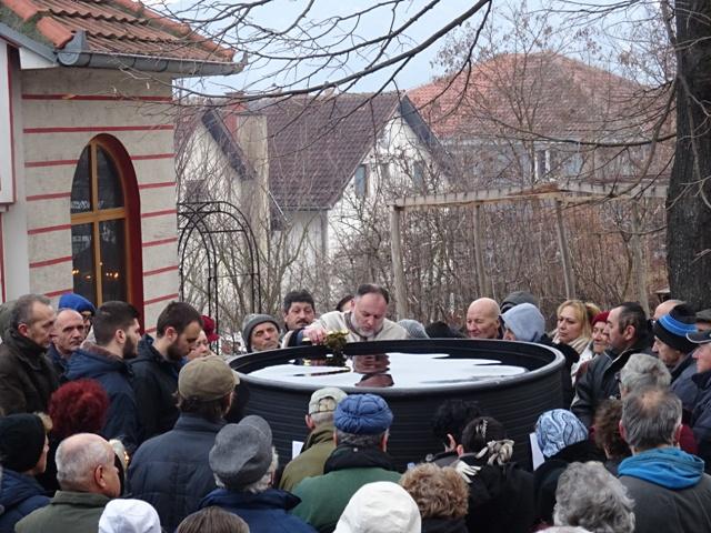 Данас се слави Богојављење -дан када је Господ Исус Христос крштен у реци Јордан