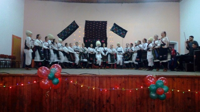 Новогодишњи концерт фолклорних уметника у Нересници