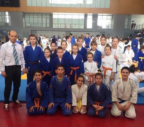 Млади џудисти освојили прегршт медаља на првенству Централне Србије у Краљеву