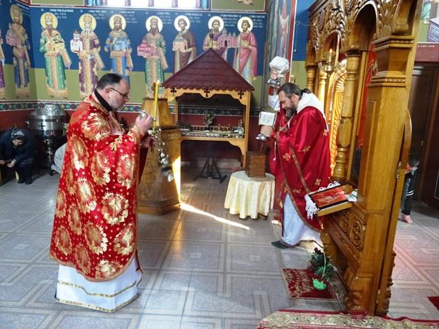 Током Васкршњег поста сваке среде и петка служе се Литургије Пређеосвећених Дарова