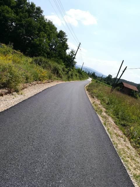 Нов асфалт за засеоке Српска река у Волуји и Поповац у Нересници