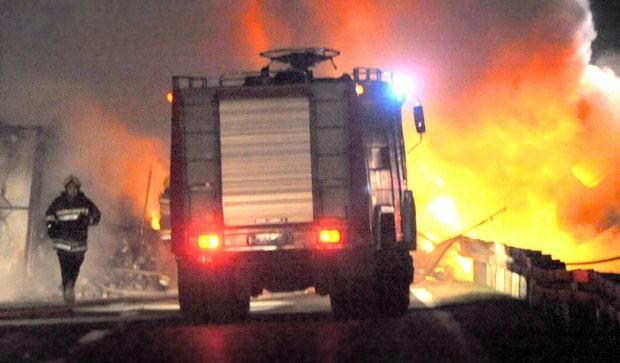 Запалио шталу – изгорело 27 товних бикова, пољопривредне машине…