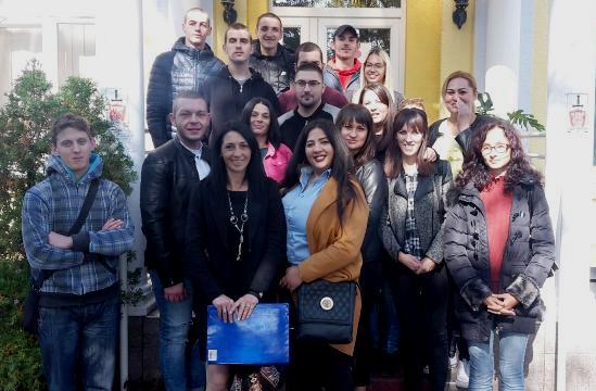 """19 чланова УГ """"Роми златне долине Пека"""" добило сертификате за различита занимања"""