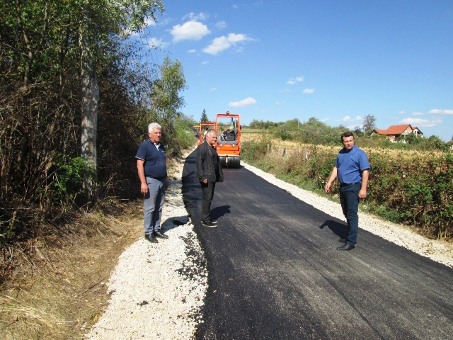 Нових пола километра асфалта за МЗ Буковску