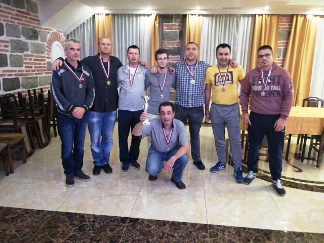 Пехар и медаље за наше шахисте