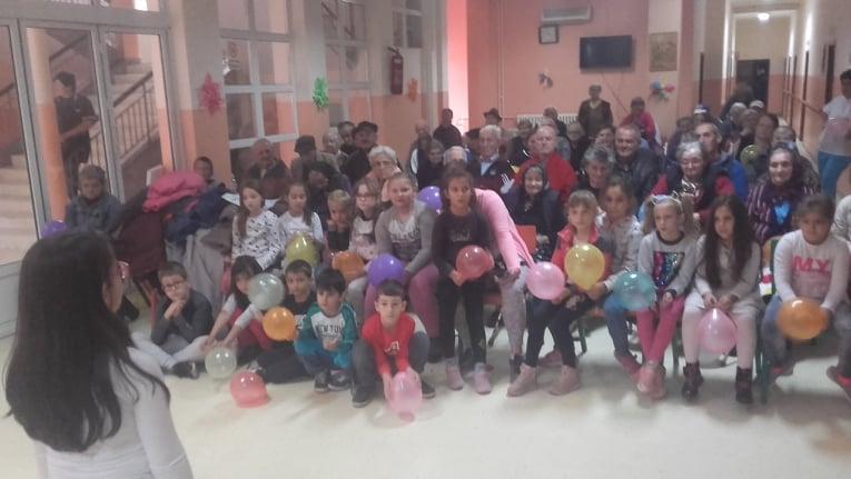 Ученици млађих разреда приредили сјајно дружење својим најстаријим суграђанима