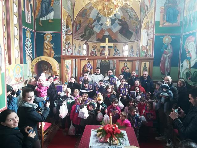 Овогодишња прослава Савиндана почела резањем славског колача, пригодним игроказом и поделом пакетића и Дечијих Библија у Турији