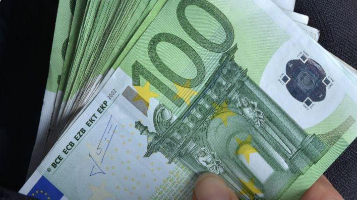 Од сутра почиње исплата 100 евра грађанима који су се пријавили – дневно ће новац добијати по пола милиона грађана