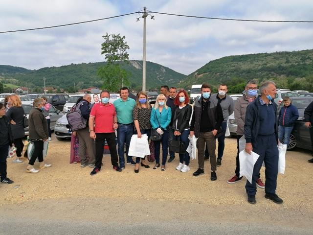 ОО СНС Кучево одржао штанд на коме је суграђанима дељен пропагандни материјал и  цвеће