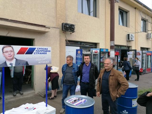 Директна комуникација са грађанима : Месни одбор СНС Раброво одржао штанд