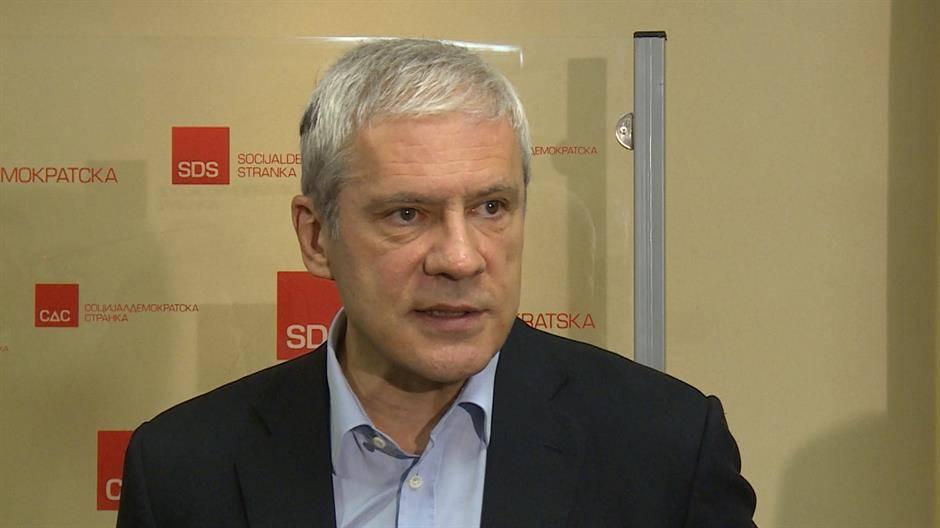Тешко разумљиво  – Тадићева СДС излази на локалне  а бојкотује републичке  изборе(!?)