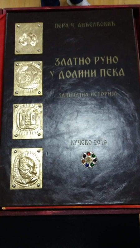 """Представљена књига """"Златно руно у долини Пека, завичајна историја"""""""