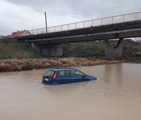 Аутомобил у Пеку