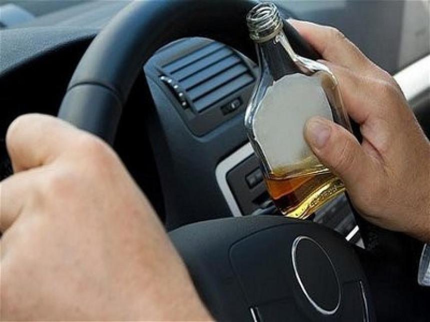 Сео за волан са 3.33 промила алкохола (!?) – за почетак провео 12 сати у  полицијској станици на трежњењу