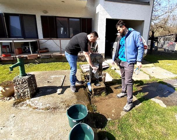 Read more about the article Обављено узорковање воде грађанима чији су бунари на удаљености од 100 метара од Пека
