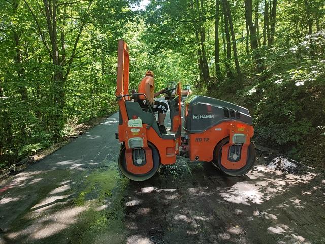 Read more about the article Урађен и други слој асфалта на путу за Церемошњу