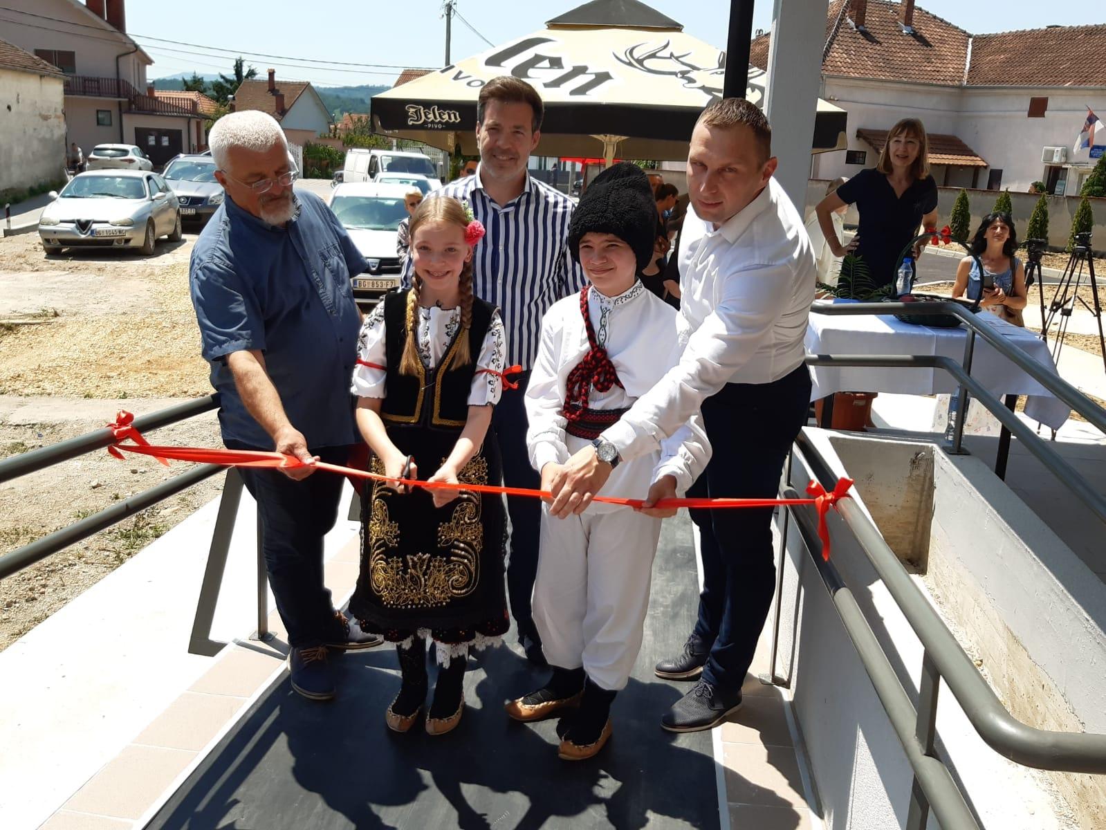 Read more about the article Уручени кључеви нових станова избеглим породицама из БИХ и Хрватске