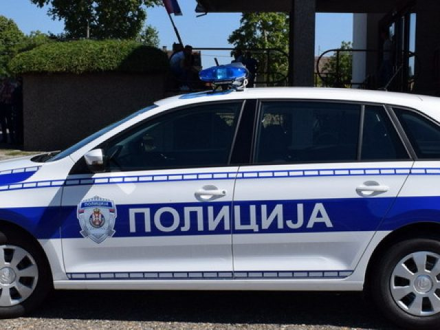 policija-patrolni-auto-policijsko-vozilo-jpg_660x330