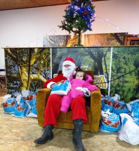 Деда Мраз делио поклоне у Кучајни