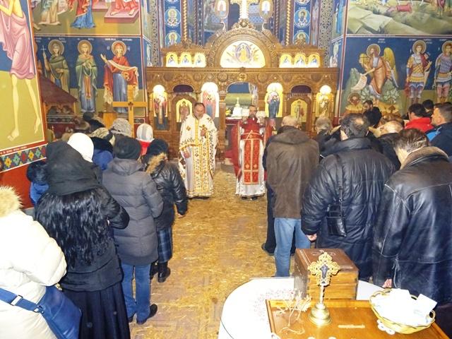 Поноћним Литургијама у Кучеву и Турији почела прослава Божићних празника у општини Кучево!