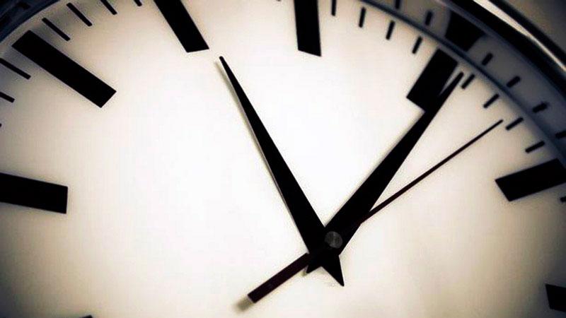 """Noćas poslednje pomeranje skazaljki – od iduće godine nema više """"letnjeg i zimskog"""" računanja vremena"""