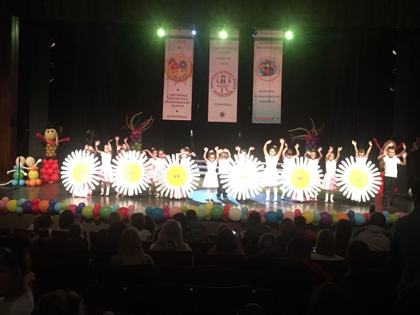 """Мешовита-старија група објекта """"Сунце"""" одушевила на 16. међународном Фестивалу традиционалних игара и модерног плеса"""
