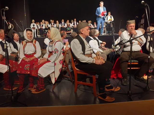 """Folklorni ansambl Centra za kulturu i KUD """"Neresnica""""  sjajni na završnoj republičkoj smotri u Gornjem Milanovcu"""