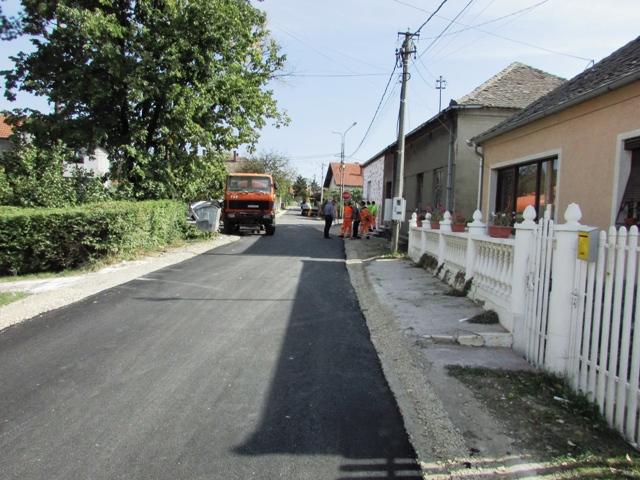 Улица Ослобођења добија нови асфалт
