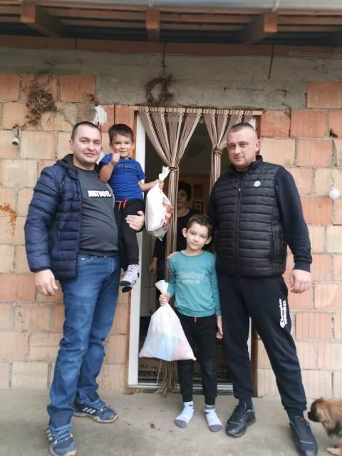 Новогодишњи пакетићи за најмлађе становнике Дубоке