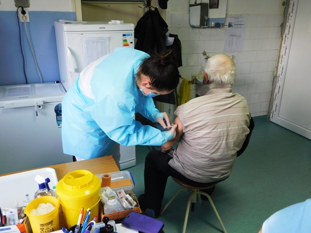 Вакцинација против COVID-19 : Здравствена станица Раброво, среда од 11:00 часова ; Амбуланта Волуја, петак од 10:00 часова